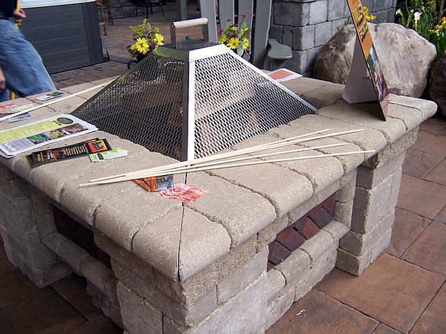 Outdoor raised firepit
